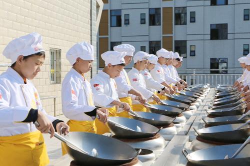 初中生可以学厨师吗