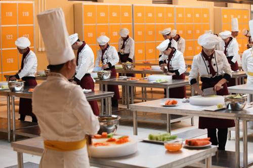干厨师10年,来说说为什么学厨师的后悔了