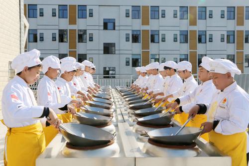 在天津做厨师一个月能拿多少工资