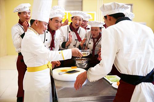 粤菜特一级厨师一个月多少钱