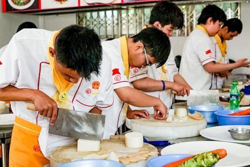 初级厨师培训班学费