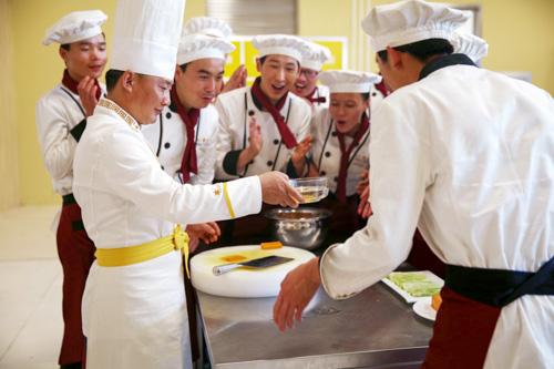 学厨师选学校应该怎么办