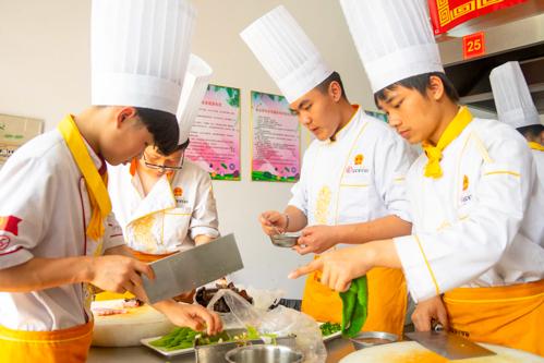 学厨师想自己开店创业