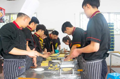 厨师工资多少钱?影响厨师工资的因素是什么?