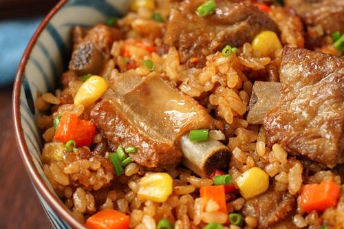 酱香排骨焖饭的做法