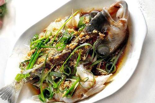 年夜饭菜谱之蒜茸蒸鱼