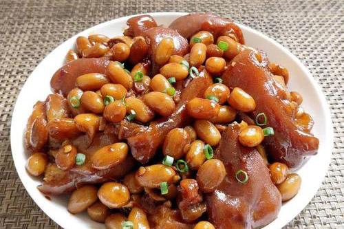 家常年夜饭菜谱之花生焖猪蹄