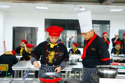 西餐厨师工资多少钱一个月
